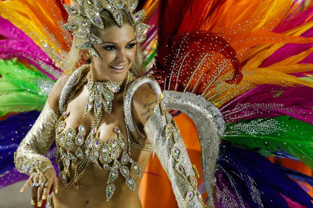 rio-de-janeiro-carnaval-carnival-bresil-brazil-corcovado
