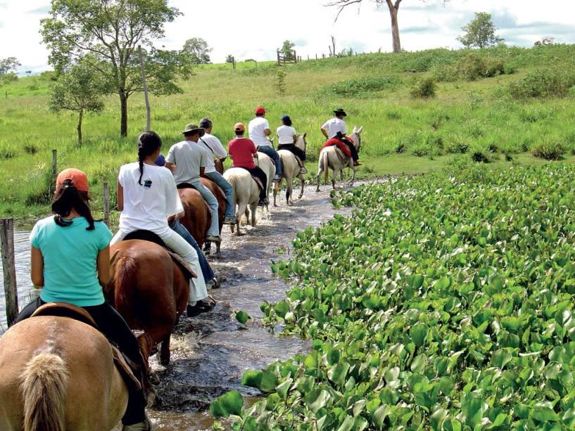 balade-à-cheval-agence-de-voyage-bonito-pantanal-excursion-expedition-voyage-vacance-bonito-cuiaba