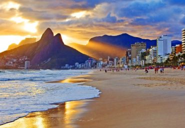 Rio-de-Janeiro-beaches-Travel-agency-tours-holidays-what-to-do-in-rio-holiday-journey-corcovado-copacabana-hotels-flights-bars-pubs-beach-football-surf